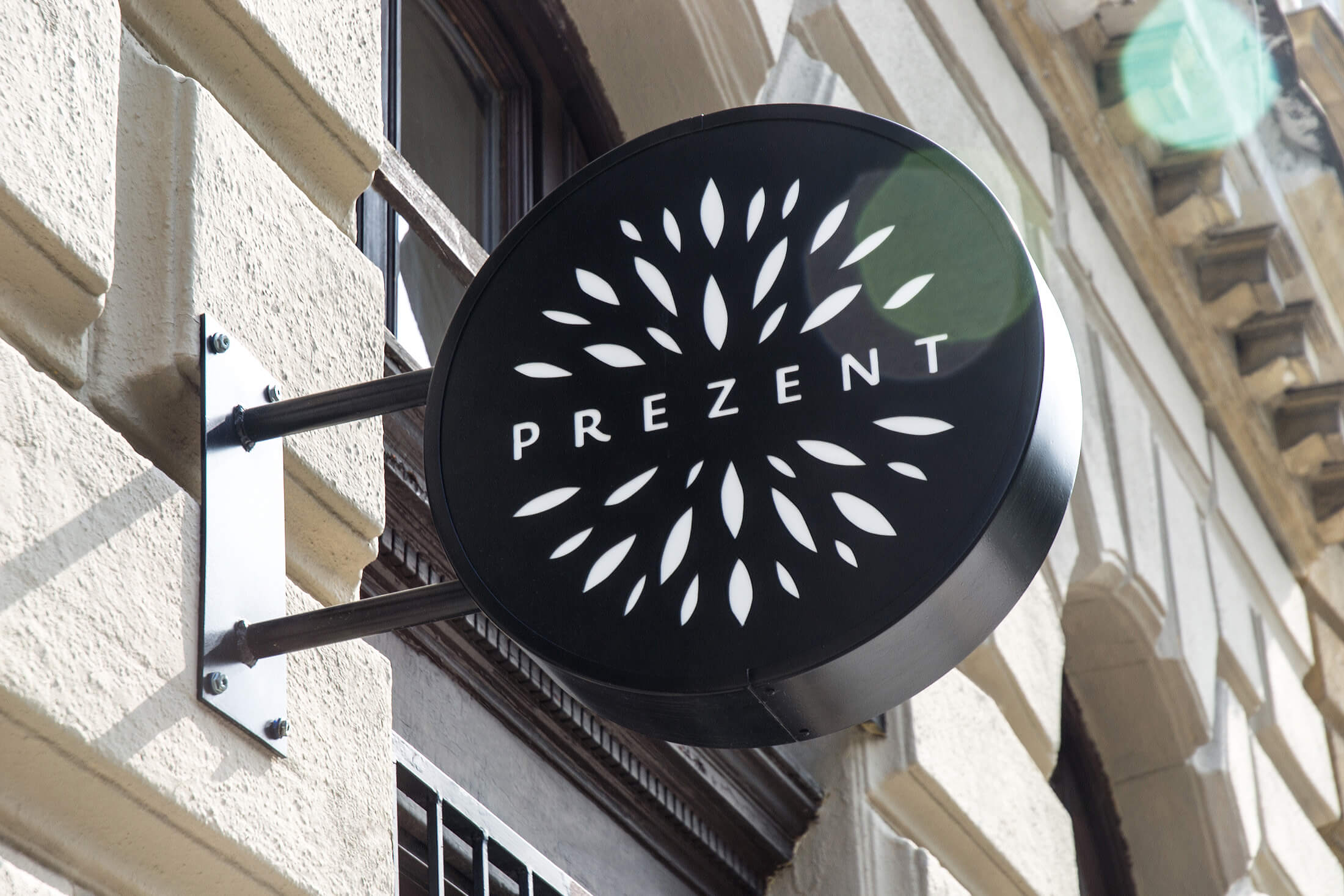 Prezent \ Gift shop sign