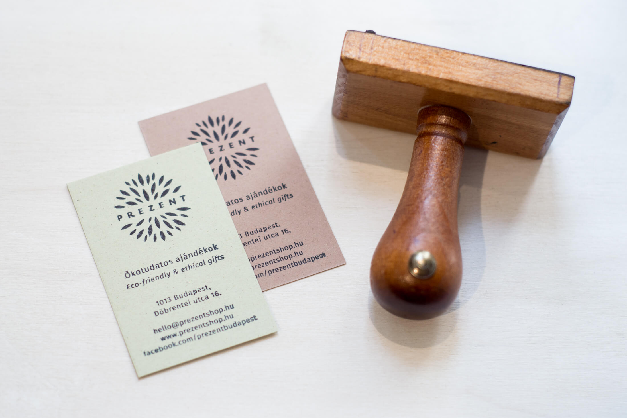 Prezent \ Gift shop logo on business card